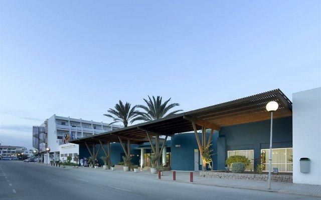 Отель Grand Palladium White Island Resort & Spa - All Inclusive Испания, Сан-Жозеф де Са Талая - отзывы, цены и фото номеров - забронировать отель Grand Palladium White Island Resort & Spa - All Inclusive онлайн вид на фасад
