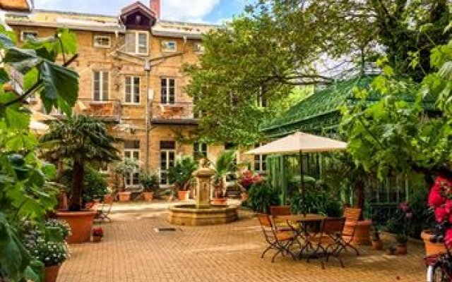Green Living Berlin garden living boutique hotel berlin germany zenhotels