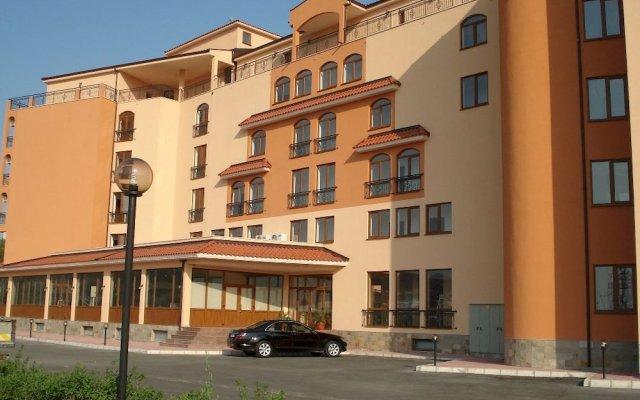 Отель Happy Aparthotel&Spa собственный двор
