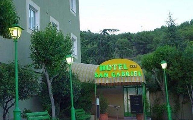 Отель San Gabriel вид на фасад