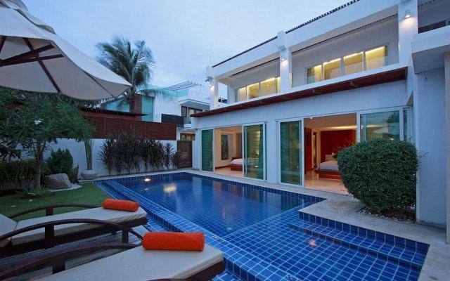 Отель La Flora Resort Patong терраса/патио