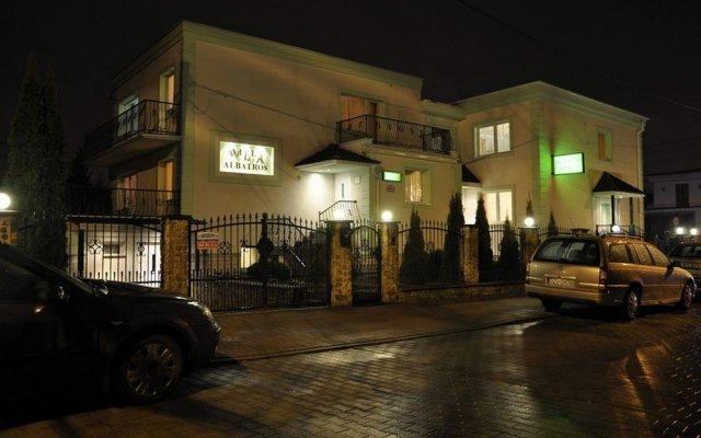 Отель Willa Albatros Польша, Гданьск - 2 отзыва об отеле, цены и фото номеров - забронировать отель Willa Albatros онлайн вид на фасад
