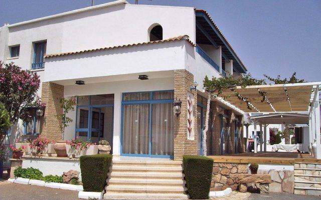 Отель Tasmaria Aparthotel Пафос вид на фасад