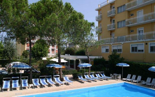 Hotel Bahama бассейн