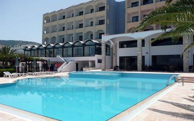 Electra Beach Hotel бассейн