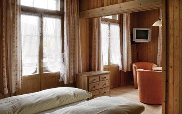 Hotel Saanerhof комната для гостей