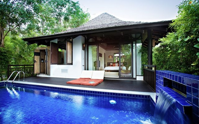 Отель The Vijitt Resort Phuket терраса/патио