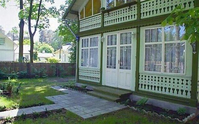 Отель Liena Cottages Юрмала вид на фасад