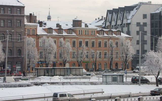 Отель Friendly Fun Franks Латвия, Рига - отзывы, цены и фото номеров - забронировать отель Friendly Fun Franks онлайн балкон