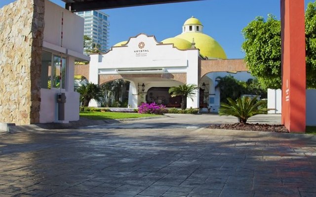 Krystal Hotel & Beach Resort Vallarta вид на фасад