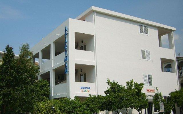 Отель Lyon Apartments Черногория, Будва - отзывы, цены и фото номеров - забронировать отель Lyon Apartments онлайн вид на фасад