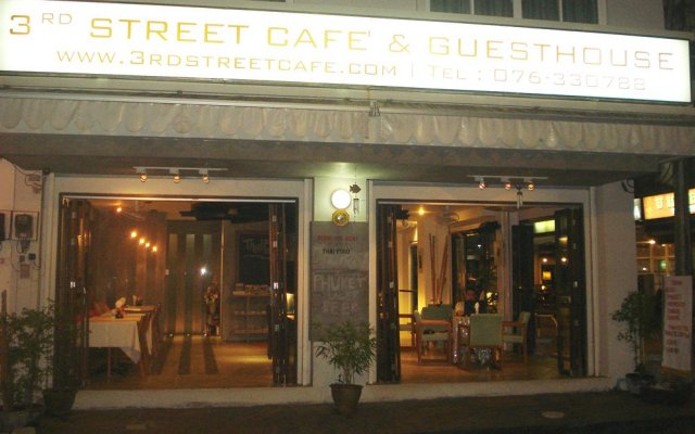 Отель 3rd Street Cafe & Guesthouse вид на фасад