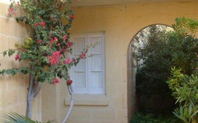 Отель Odysseus Court Gozo Мальта, Мунксар - отзывы, цены и фото номеров - забронировать отель Odysseus Court Gozo онлайн вид на фасад