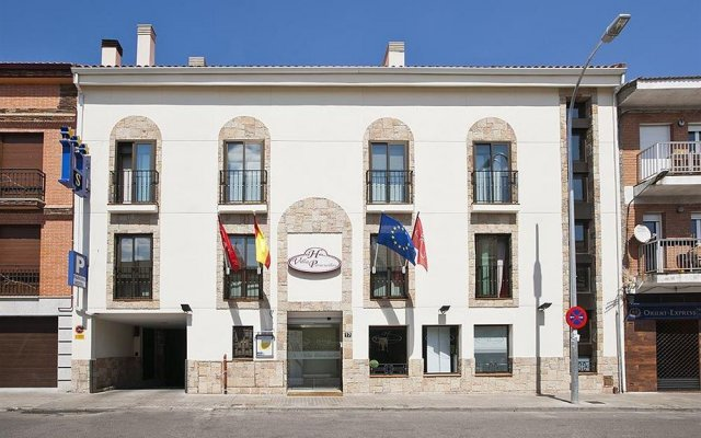 Отель Villa Paracuellos вид на фасад