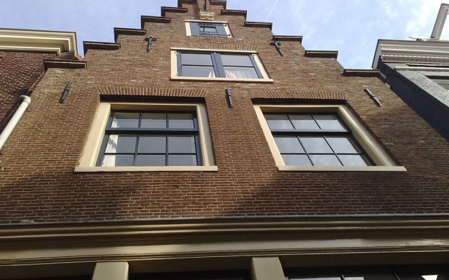 Апартаменты Authentic Jordaan Apartment вид на фасад