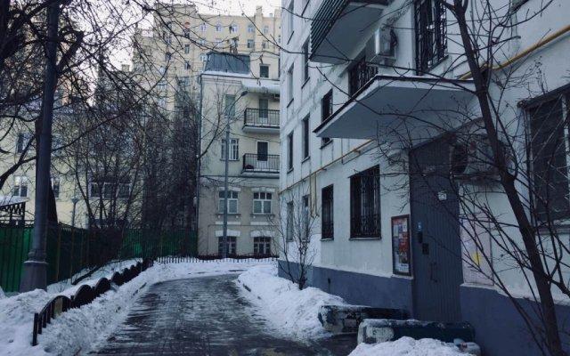 Апартаменты Four Squares Apartments Polyanka Москва вид на фасад