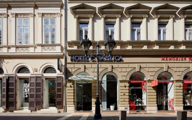 Отель Central Basilica вид на фасад