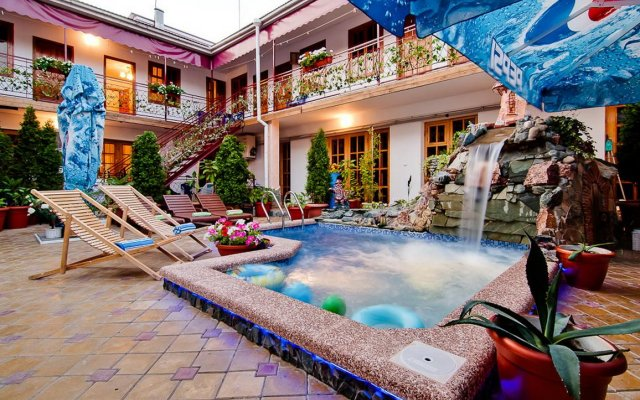 Kamelot Mini-Hotel 0