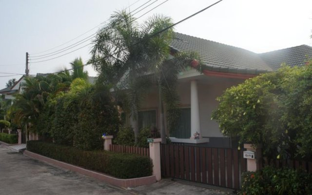 Отель 3-Bedroom Villa - Jomtien Beach вид на фасад