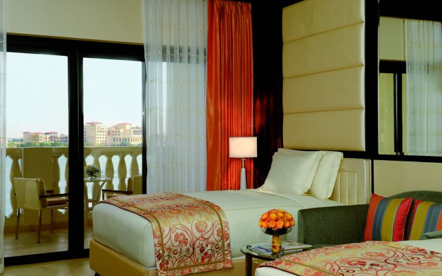 The Ritz-Carlton Abu Dhabi, Grand Canal 1