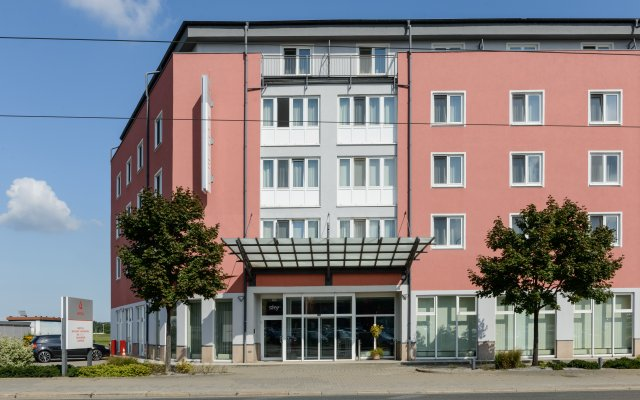 AMEDIA Hotel Dresden Elbpromenade вид на фасад