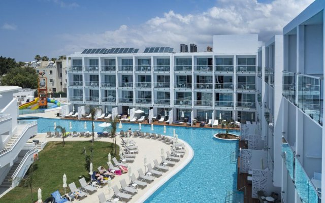 Sofianna Hotel бассейн