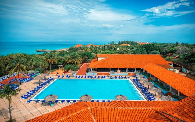 Отель Naviti Beach Club бассейн
