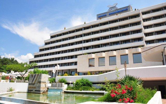 Отель Interhotel Sandanski вид на фасад