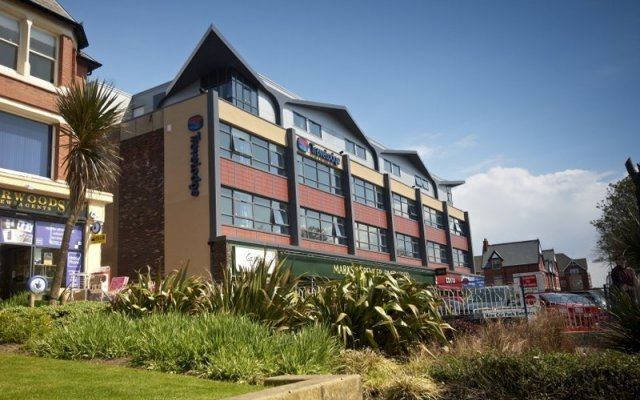 Отель Travelodge Lytham St Annes вид на фасад