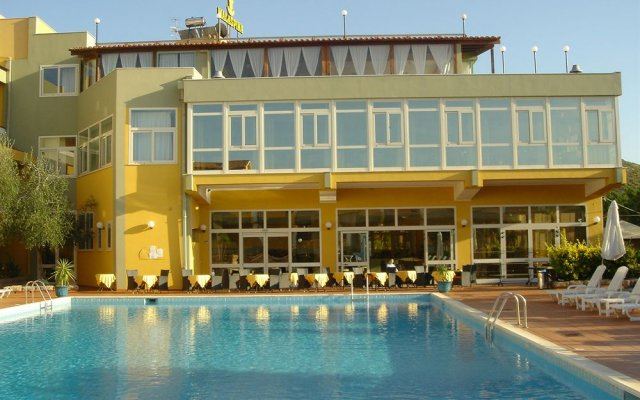 Отель Club Malaspina Ористано бассейн