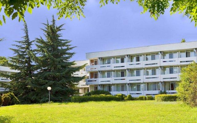 Отель Компас Болгария, Албена - отзывы, цены и фото номеров - забронировать отель Компас онлайн вид на фасад