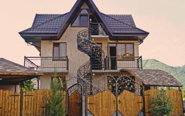 Гостевой дом «Алекса» вид на фасад