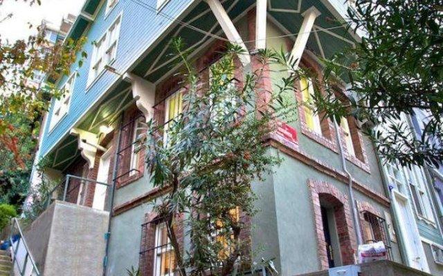 Отель Dreamer`s B&B Cihangir вид на фасад