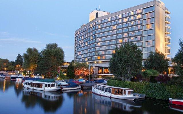 Отель Hilton Amsterdam Амстердам приотельная территория