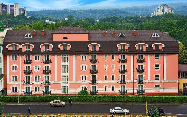 Гостиница Royal Medical Cezar Украина, Трускавец - отзывы, цены и фото номеров - забронировать гостиницу Royal Medical Cezar онлайн вид на фасад