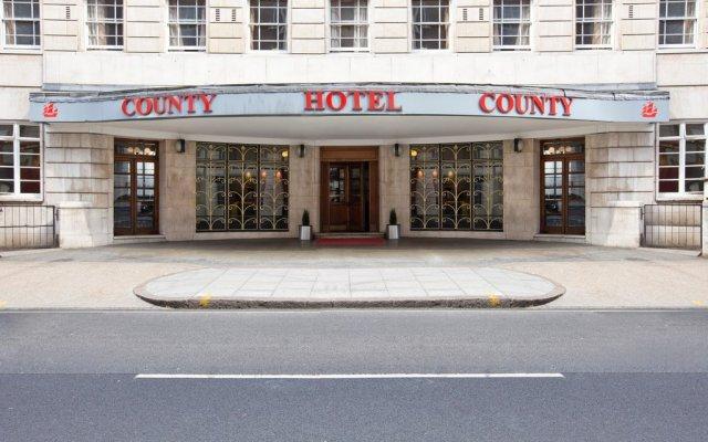 The County Hotel вид на фасад