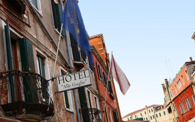Hotel Alle Guglie вид на фасад