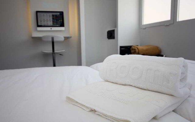 Отель Luxe Rooms сейф в номере