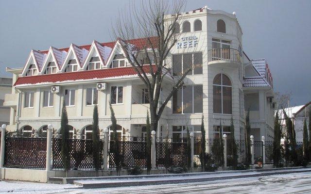 Гостиница Риф вид на фасад