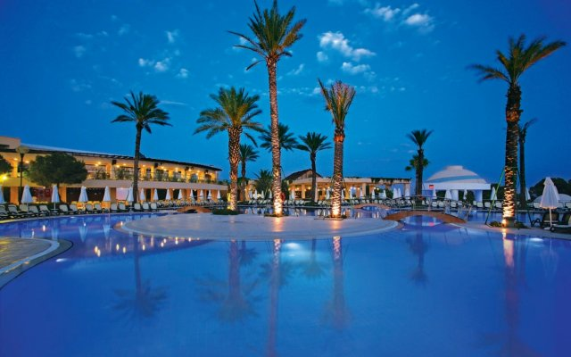 Limak Atlantis Deluxe Hotel бассейн