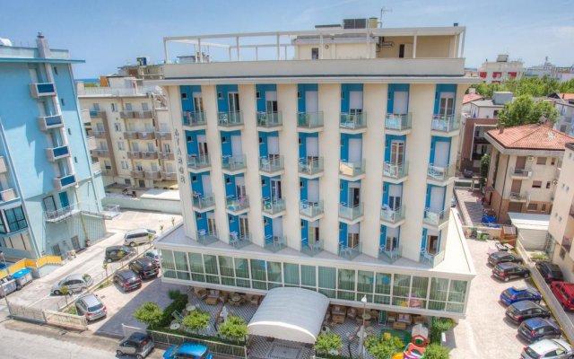 Hotel Tabor вид на фасад