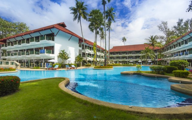 Отель Amora Beach Resort Phuket бассейн
