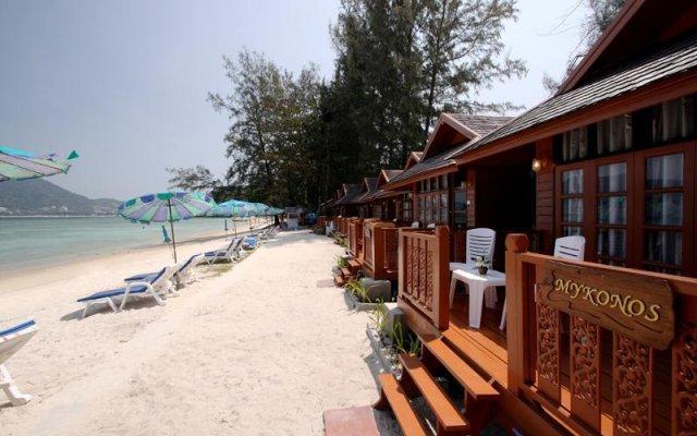 Отель Patong Bay Hut пляж