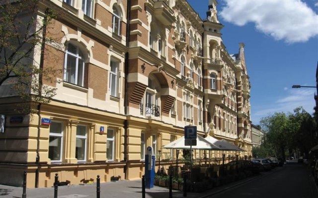Отель Moon Hostel Польша, Варшава - 2 отзыва об отеле, цены и фото номеров - забронировать отель Moon Hostel онлайн вид на фасад