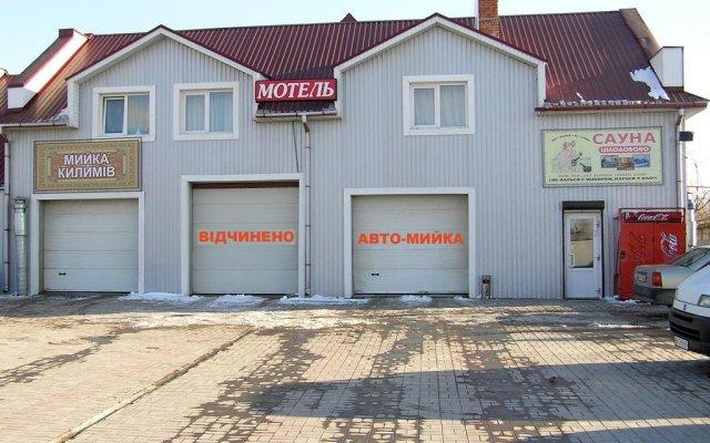 Hotel on Chekhova парковка
