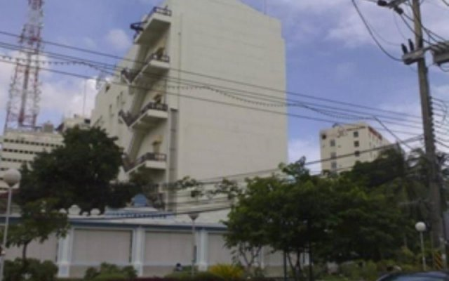 Daeng Plaza Hotel вид на фасад