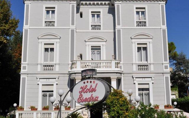 Отель Esedra Hotel Италия, Римини - 4 отзыва об отеле, цены и фото номеров - забронировать отель Esedra Hotel онлайн вид на фасад