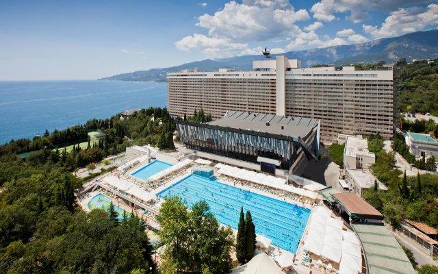Отель Yalta Intourist Массандра бассейн