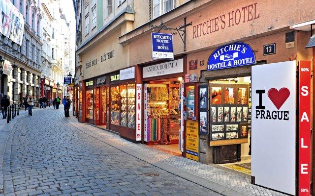 Отель Ritchies Hostel & Hotel Чехия, Прага - отзывы, цены и фото номеров - забронировать отель Ritchies Hostel & Hotel онлайн вид на фасад