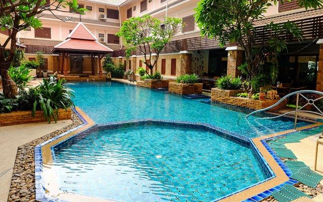 Aiyaree Place Hotel бассейн